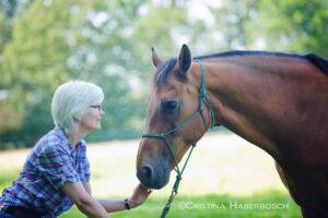 Vera Knoll – Mensch und Tier Hand in Hand